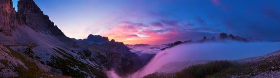 Lever de soleil dans les dolomites, photos panoramiques Photo stock