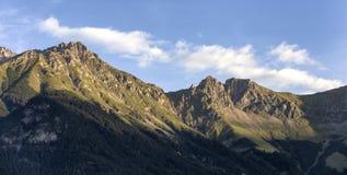 Lever de soleil dans les montagnes aux Alpes autrichiens photographie stock libre de droits