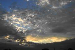 Lever de soleil dans les nuages Photos stock