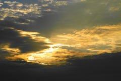 Lever de soleil dans les nuages Photos libres de droits
