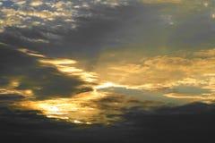 Lever de soleil dans les nuages Image libre de droits