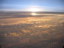 Lever de soleil dans les nuages Image stock