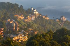 Lever de soleil dans Nagarkot en vallée de Katmandou photos libres de droits