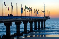 Lever de soleil dans Port Elizabeth vu du pilier photographie stock