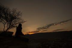 Lever de soleil de attente à partir de dessus de colline de Savitri Photo stock
