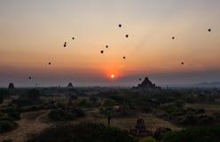 Lever de soleil de Bagan photographie stock libre de droits
