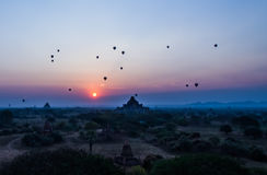 Lever de soleil de Bagan images stock