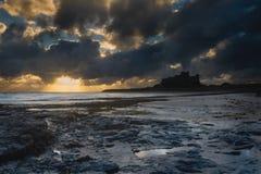 Lever de soleil de Bamburgh Photographie stock