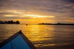 Lever de soleil de coucher du soleil à la jungle du fleuve Amazone Images stock