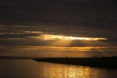 Lever de soleil de coucher du soleil à la jungle du fleuve Amazone Photos libres de droits
