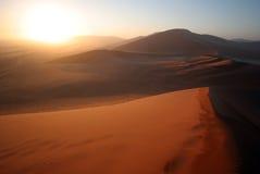 Lever de soleil de désert Images libres de droits