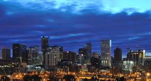 Lever de soleil de Denver Skyline avec des nuages Photo libre de droits