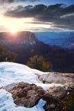 Lever de soleil de gorge grande en hiver avec la neige Images stock