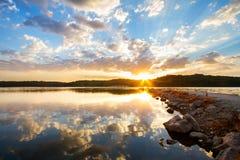 Lever de soleil de jetée de roche Images libres de droits