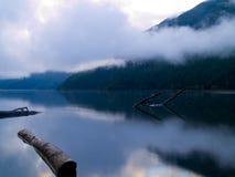 Lever de soleil de lac Photos libres de droits
