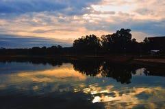 Lever de soleil de lac Image libre de droits