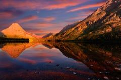 Lever de soleil de lac deux medicine Photo libre de droits
