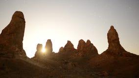 Lever de soleil de laps de temps au désert de Californie de sommets de Tronas banque de vidéos