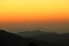 Lever de soleil de matin sur le mountion images stock