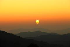 Lever de soleil de matin sur le mountion photo stock