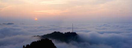 Lever de soleil de montagne de Qianlin Photographie stock libre de droits