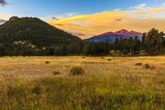 Lever de soleil de montagne rocheuse images stock