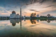 lever de soleil de mosquée de Comme-Salam Images stock