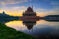 Lever de soleil de mosquée de Putrajaya Photo libre de droits