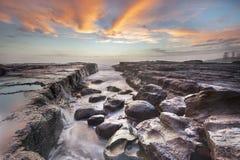 Lever de soleil de paysage marin à la plage de ressac de Kiama, NSW, Australie Photos libres de droits