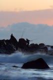 Lever de soleil de pêche de roche Images stock
