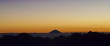 Lever de soleil de Pelawangan Sembalun Image libre de droits