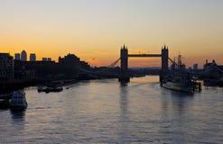 Lever de soleil de pont de tour à Londres Images stock