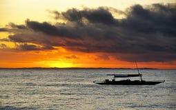 Lever de soleil de Quezon images stock