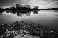 Lever de soleil de rivière images stock
