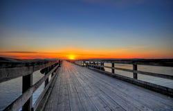 Lever de soleil de source sur un pilier en bois, Sidney Images stock