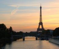 Lever de soleil de Tour Eiffel, Paris Photos stock