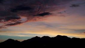 Lever de soleil derrière les collines Photo libre de droits