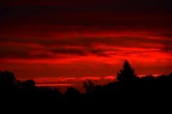 Lever de soleil derrière les nuages Image libre de droits
