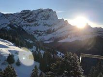 Lever de soleil des jours de l'hiver dernier Images libres de droits