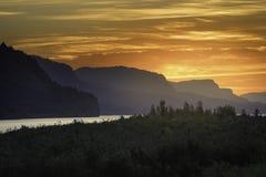 Lever de soleil du fleuve Columbia Photos stock