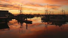 Lever de soleil du quai du pêcheur de Steveston banque de vidéos