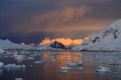 Lever de soleil en Antarctique Photos stock
