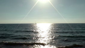 Lever de soleil en belle mer de Mediterrian banque de vidéos