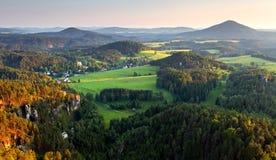 Lever de soleil en belle montagne Image stock