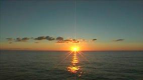 Lever de soleil en mer Méditerranée banque de vidéos