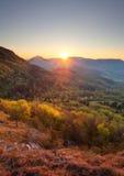 Lever de soleil en montagne, photo verticale Images libres de droits