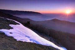 Lever de soleil en montagnes Photos stock