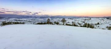 Lever de soleil en montagnes carpathiennes Image libre de droits