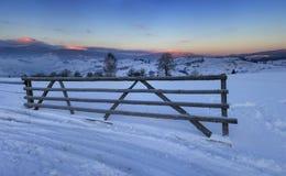 Lever de soleil en montagnes carpathiennes Photo stock