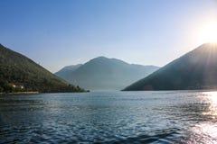 Lever de soleil en montagnes de mer Photos libres de droits